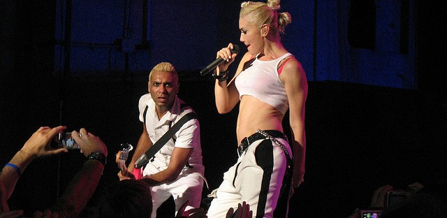 Tony Kanal and Gwen Stefani perform together in 2009.