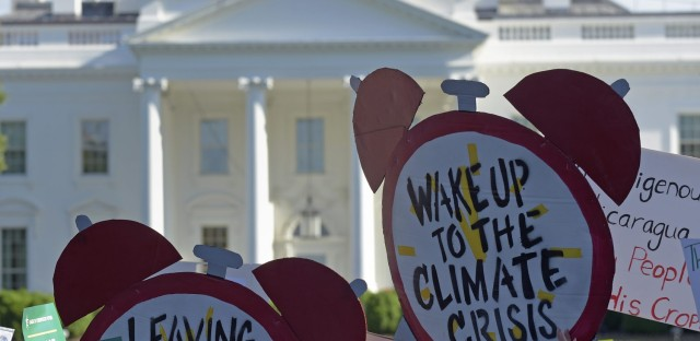 Protesters gather outside the White House in Washington, Thursday, June 1, 2017, to protest President Donald Trump's decision to withdraw the Unites States from the Paris climate change accord. (Susan Walsh/AP)
