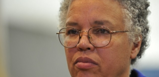 Preckwinkle calling for end to $15 phone charges in Cook County Jail