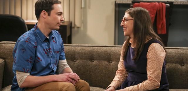 Sheldon Cooper (Jim Parsons) and girlfriend Amy Farrah Fowler (Mayim Bialik) on The Big Bang Theory.