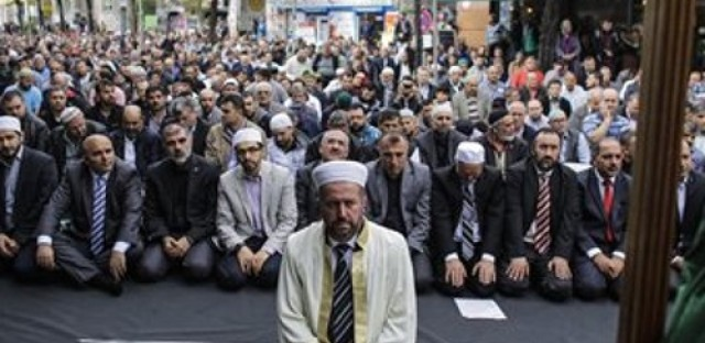 Muslim communities face discrimination for actions of ISIS
