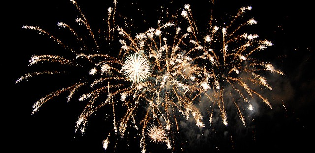 A moment from Itasca's 2008 fireworks display.