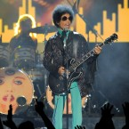 Prince performs at the Billboard Music Awards