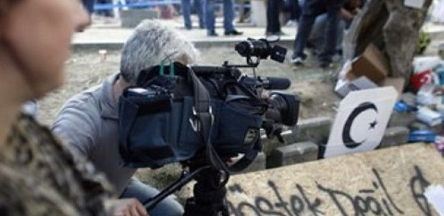 Riot coverage lacking on Turkish TV