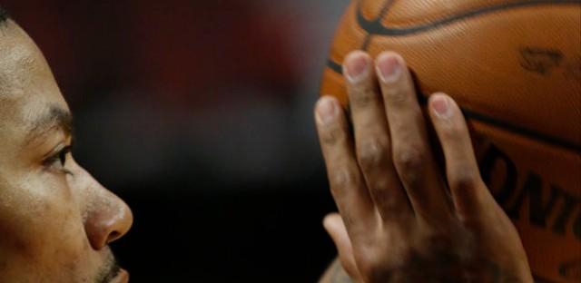 Should the battered Chicago Bulls pull the plug on Derrick Rose?