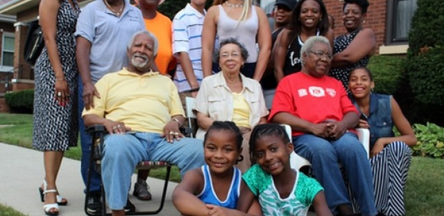 DNA Info Radio Chicago : After 50 Years, Seven Families Still Live On Chicago's 'Block That Works' Image