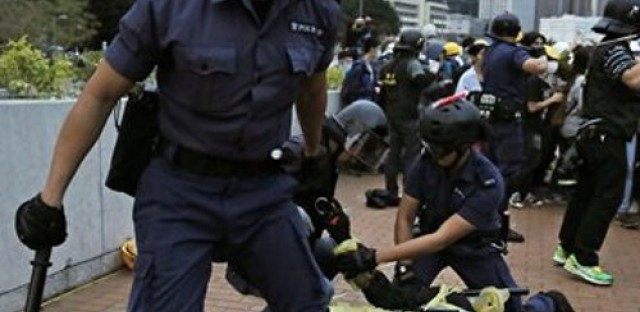 Hong Kong protesters stand their ground, HRW calls for 'killer robots' ban, and El Salvador literacy