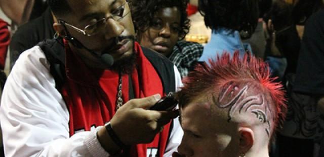 Black hair show breezes through Chicago