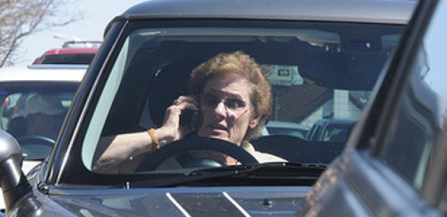 Illinois motorists not complying with law about cellphone use while driving