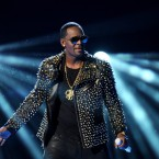R. Kelly Dropped From Spotify Playlists As #MuteRKelly Heats Up