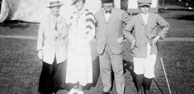 1915--Alexa Stirling [left] with Edith Cummings, and Edith's father and brother