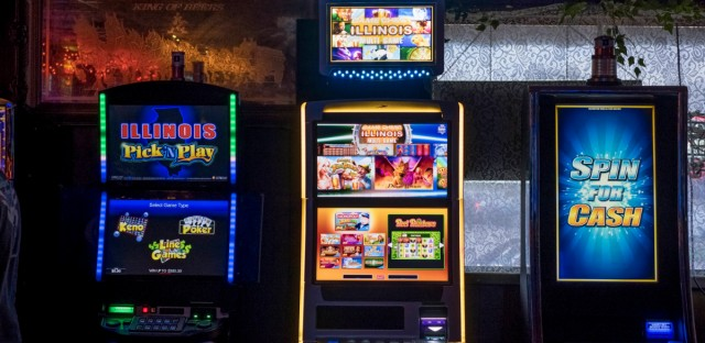 Video slot machines at Skipper Inn in Centralia on Sept. 25, 2018. Advocates say expanding gambling in Illinois could lead to more compulsive gamblers.