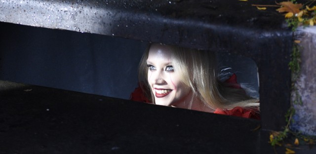 In an It spoof, Kate McKinnon returns as Kellyanne Conway-turned-Pennywise, this time haunting Anderson Cooper to get some airtime.