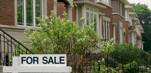 Homes for sale are seen on Chicago's South Side, Tuesday, May 29, 2007.