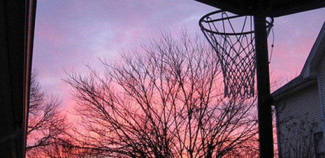 Documentary lays out small town's struggles by following local basketball team