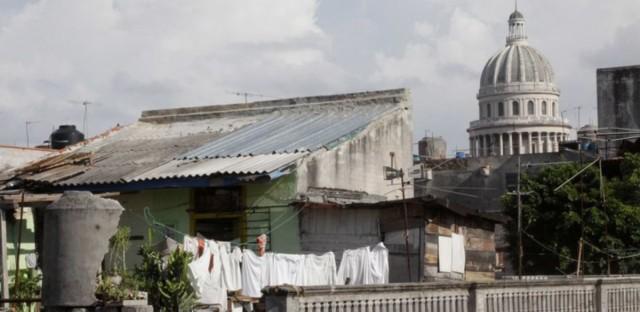 Still from Canción de Barrio (Song of the Street)
