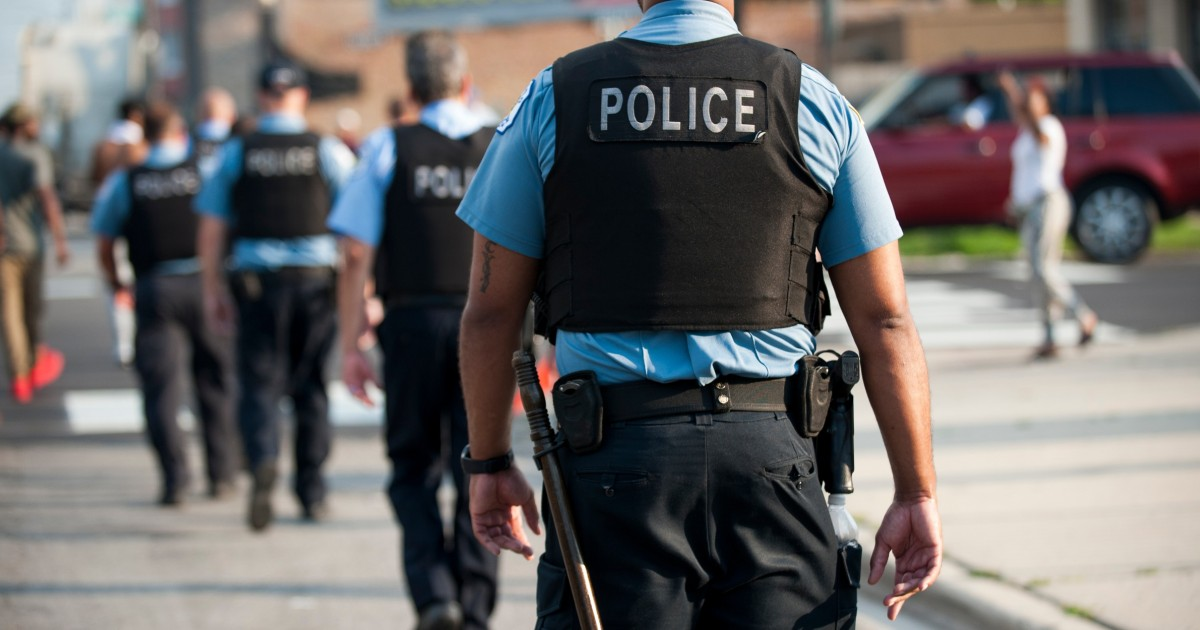 Cps Agreed To Pay Police Officers Up To 150 000 A Year Wbez Chicago